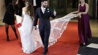 """Nozze Messi, donazioni """"miserabili"""" da parte dei suoi invitati: all'Ong solo 37 euro a testa"""